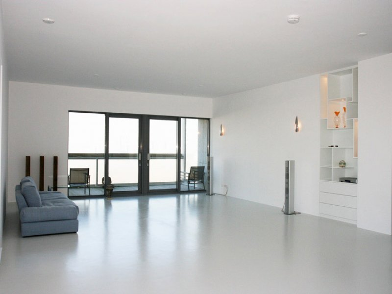 Latex muurverf spuitwerk in penthouse rotterdam for Prijzen glasvliesbehang